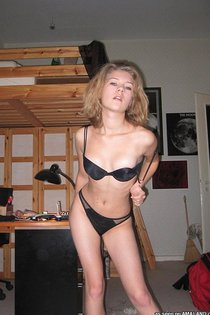 Hot chick gets naked-09