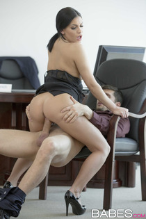 Annie Wolf Busty Office Slut Gets Fucked-03