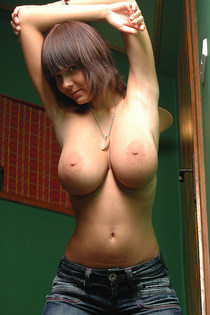 Big tits and rounded ass naked-01