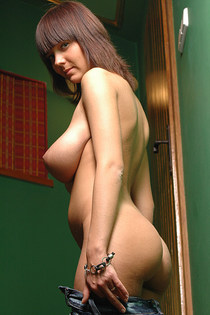Big tits and rounded ass naked-04