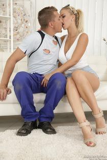 Hot Pornstar Nathaly Cherie Takes A Creampie-01