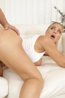 Hot Pornstar Nathaly Cherie Takes A Creampie-12