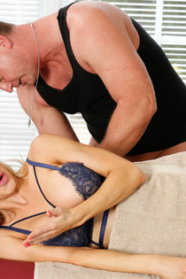 Sexy Alix Lynx Gets Fucked By The Masseur-06