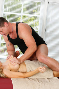 Sexy Alix Lynx Gets Fucked By The Masseur-07