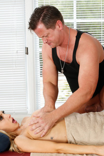 Sexy Alix Lynx Gets Fucked By The Masseur-09