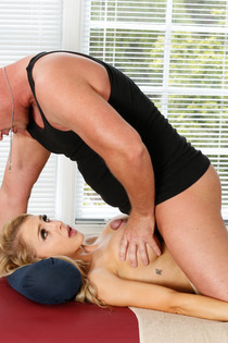 Sexy Alix Lynx Gets Fucked By The Masseur-10