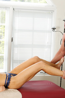 Sexy Alix Lynx Gets Fucked By The Masseur-11