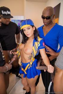 Keisha Grey In An Interracial Gang Bang-06