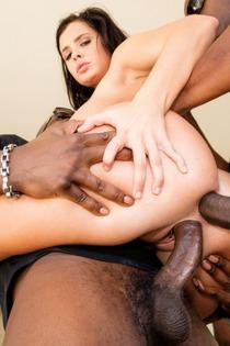 Keisha Grey In An Interracial Gang Bang-10