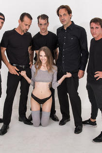 Dirty Girl Samantha Hayes In Oral Gangbang Party-01
