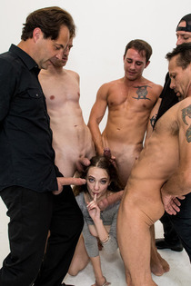 Dirty Girl Samantha Hayes In Oral Gangbang Party-13