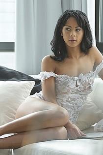 Isabella Chrystin-1-00