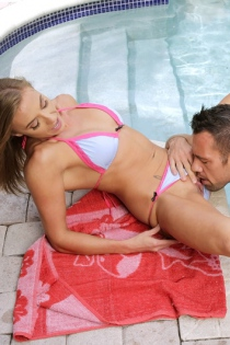Hot Kate Linn Gets Nailed In The Pool-01