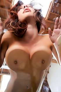 Victoria Lynn Shows Off Her Big Juicy Tits