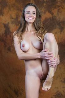 Rylsky Art Vittoria Amada Posing