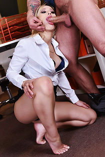 Goldie Rush - Office Foot Fetish