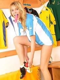 Sexy teen soccerplayer dildoing herself